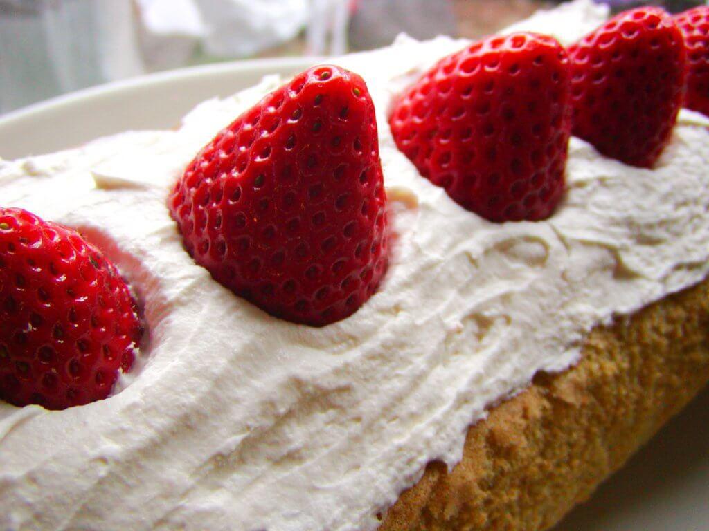 イチゴ(いちご・苺)をプランターで育てる4つのコツ_イチゴのケーキの写真
